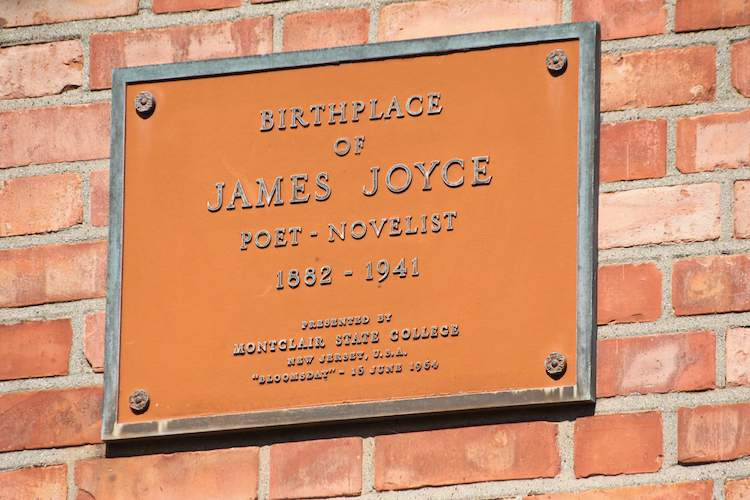 Plaque at James Joyce birthplace in Rathgar in Dublin © DUBLIN BUZZ