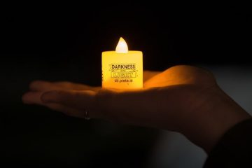 Darkness into Light candle